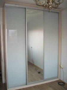 шкаф-купе на заказ с подсветкой недорого -  стекло с пленкой ОРАКАЛ и зеркало
