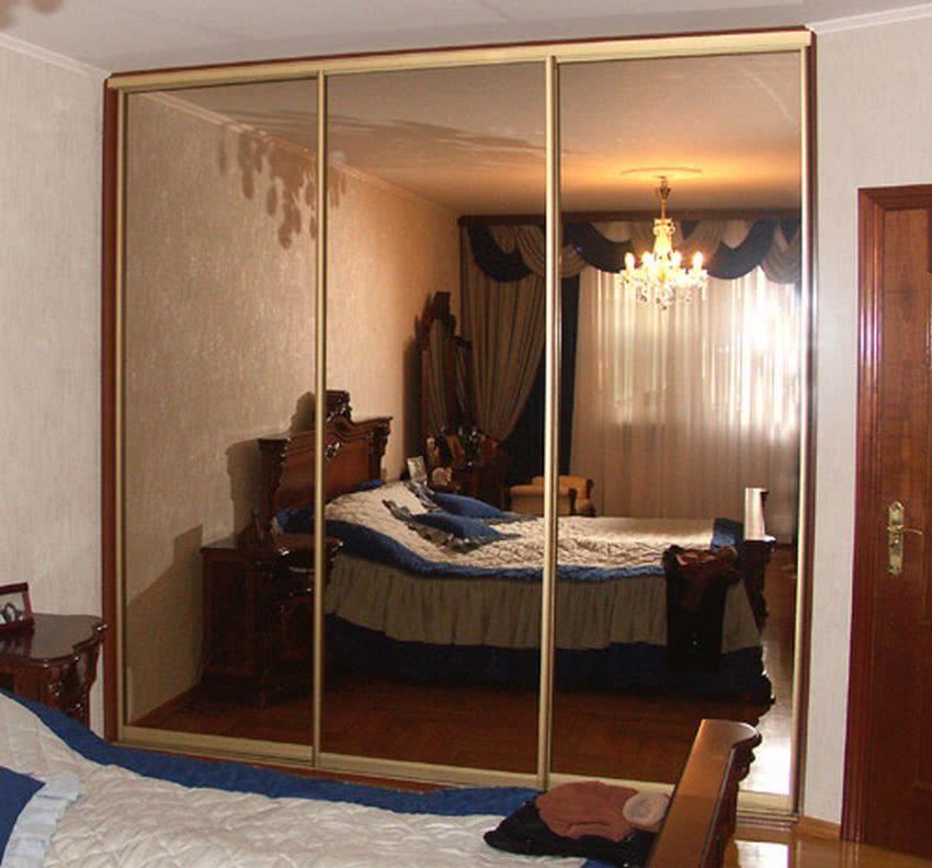 Встроенный шкаф купе с зеркалом бронза