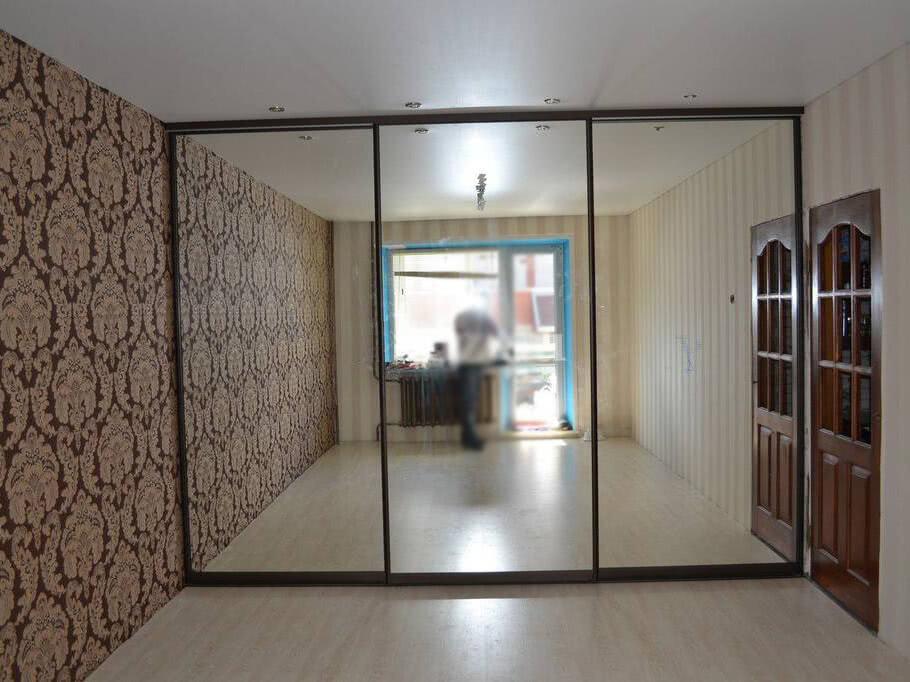 Встроенный зеркальный шкаф купе в СПб от производителя