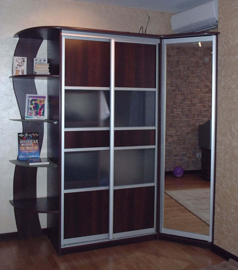 Шкаф купе распашные двери