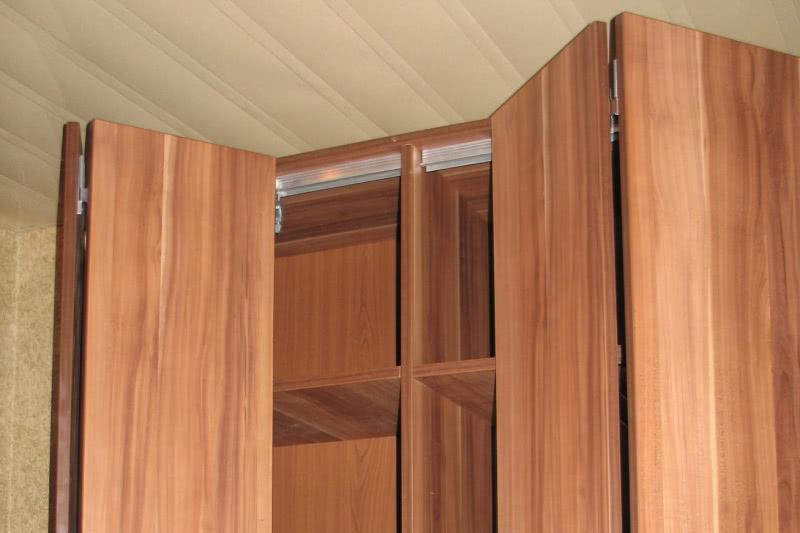 Складные двери для шкафа купе