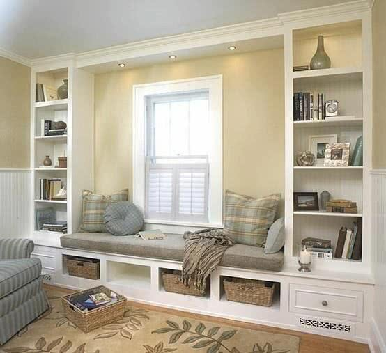 Книжный шкаф во всю стену в классическом стиле