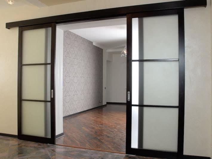 Двери купе в комнату