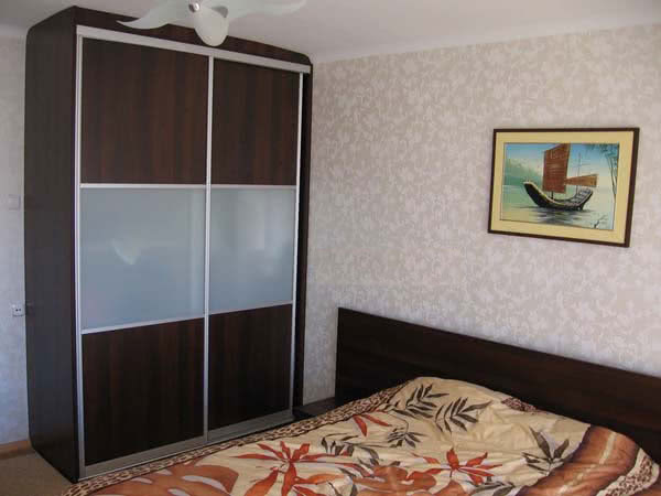 Шкаф без зеркал в спальню