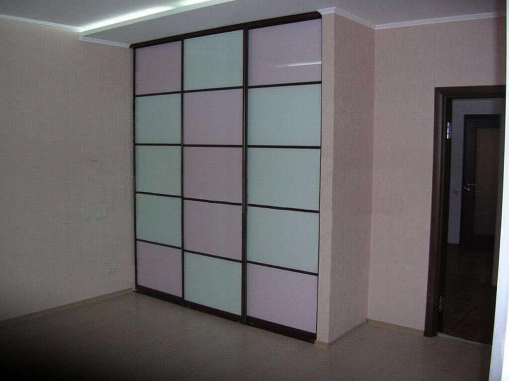 Встроенный шкаф купе для комнаты