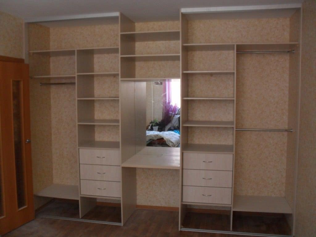 Встроенный шкаф купе в прихожую пример внутреннего наполнения