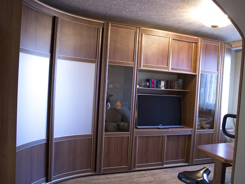 Радиусный шкаф купе угловой в гостиную от производителя