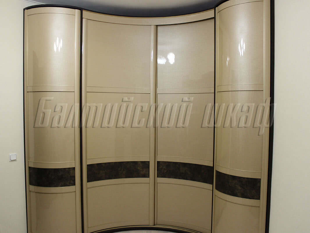 Радиусный угловой шкаф купе на заказ в Санкт-Петербурге от производителя