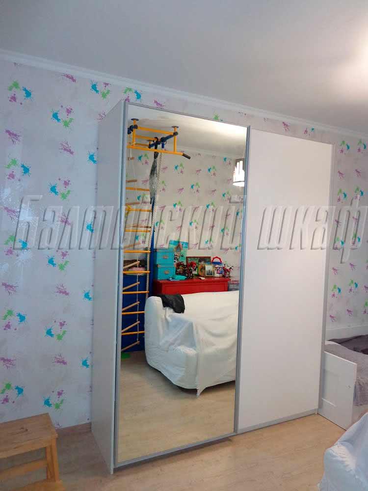 Зеркальный белый шкаф купе Марбела в детскую