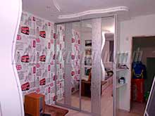 Двери купе для встроенного шкафа с декоративным стеклом