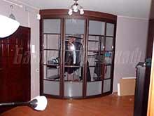 Встроенный гардероб с радиусными дверями для прихожей