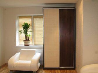 Шкафы купе с наполнением дверей из бамбука