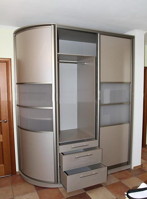 шкаф купе с выдвижными ящиками