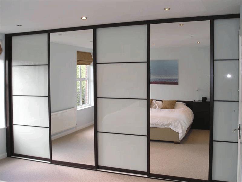 Пятидверный шкаф купе в большую комнату с зеркалом