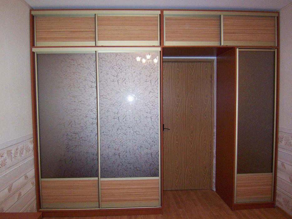 Шкаф в дверной проем