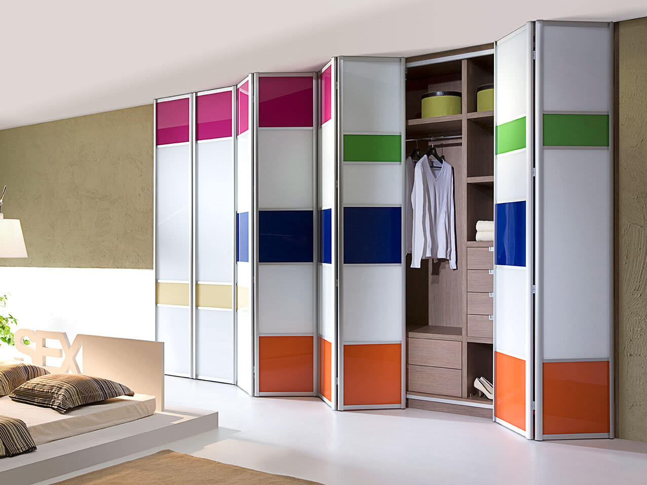 Складывающиеся двери для шкафа