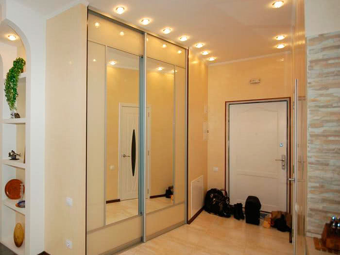 Шкаф купе для узкого коридора или прихожей