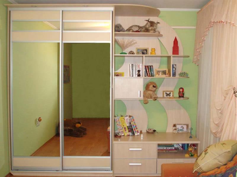 Большой шкаф купе в детскую комнату