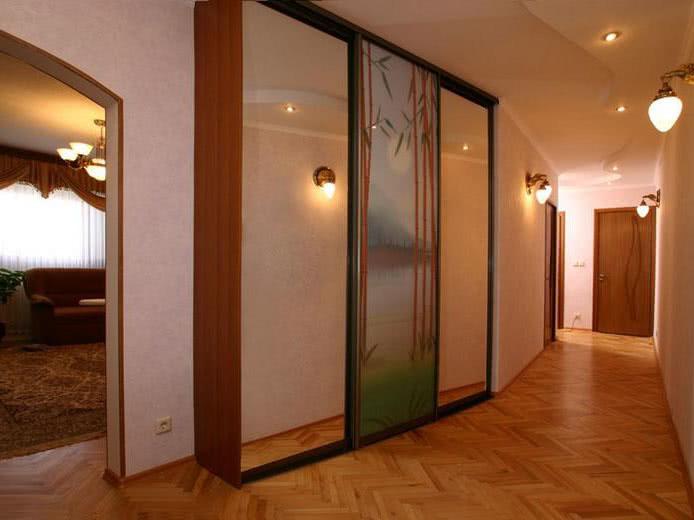 Шкаф купе в длинный узкий коридор