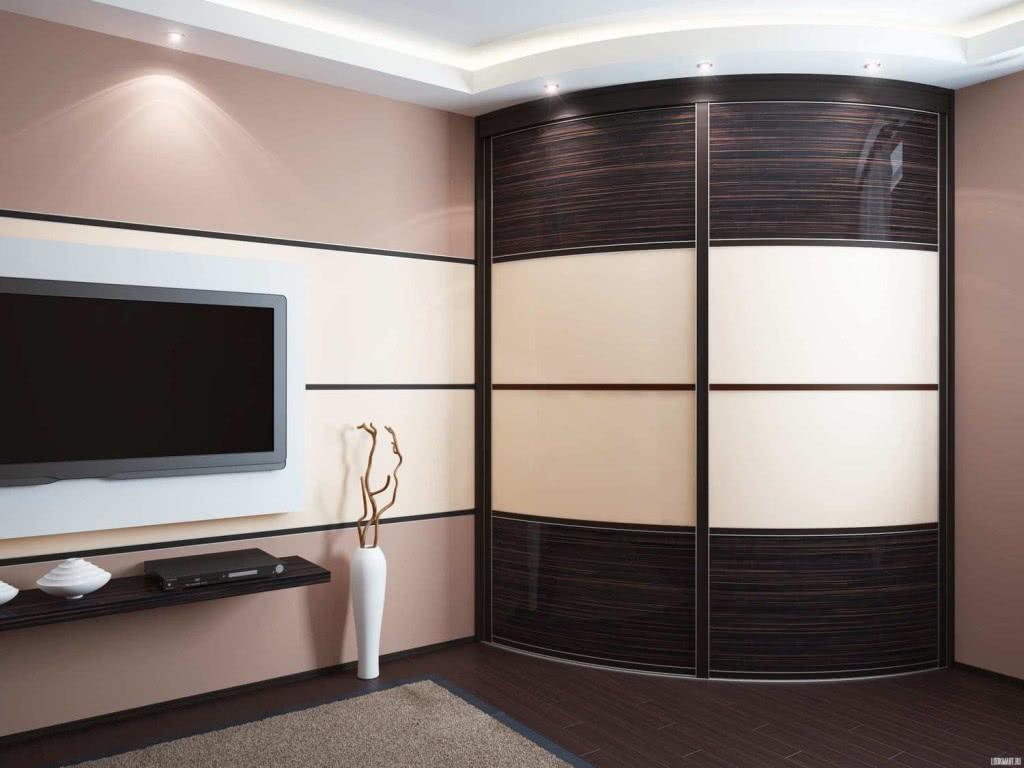 Угловой радиусный шкаф купе в гостиную
