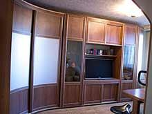 Радиусный шкаф-купе угловой в гостиную