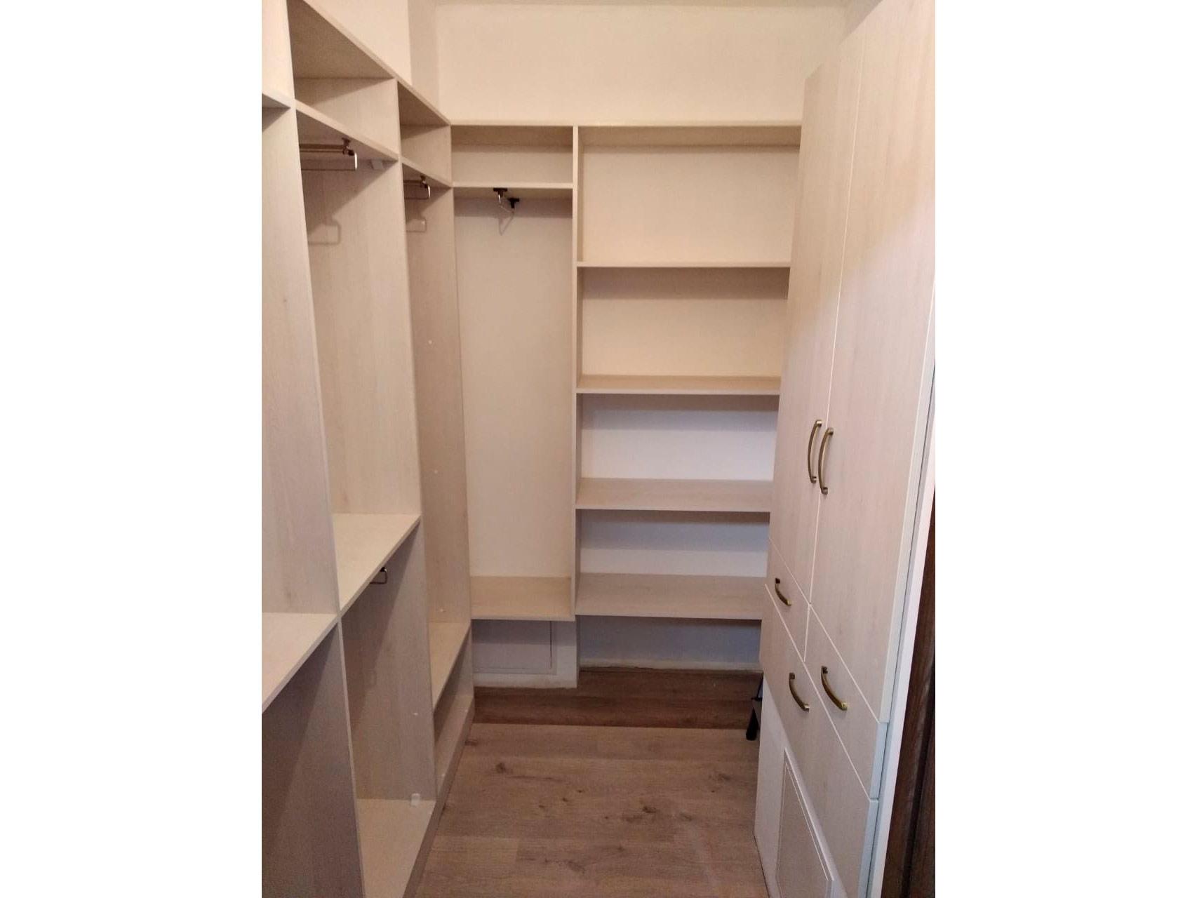 Распашная гардеробная комната из ЛДСП Клен Танзау