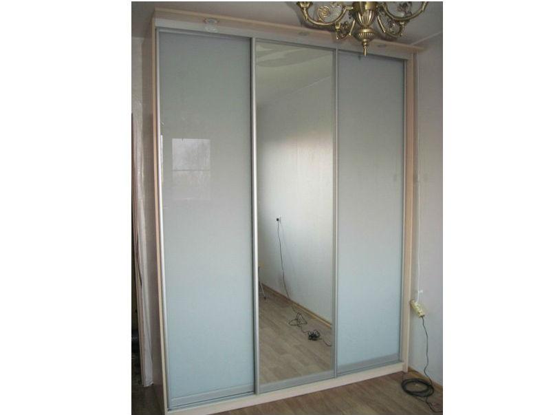 Зеркальный шкаф-купе с подсветкой