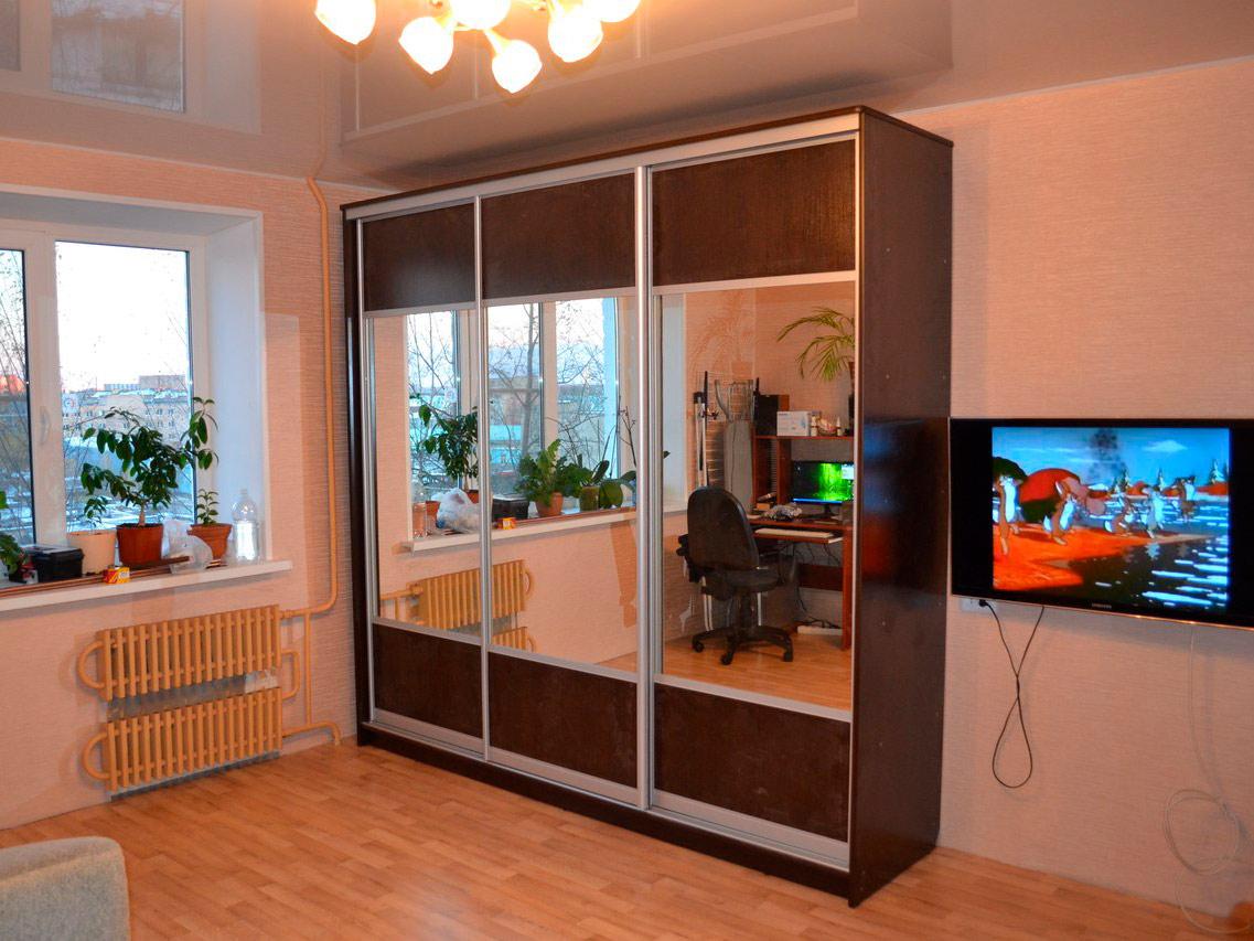 Шкаф-купе цвет Венге с зеркалом в детскую комнату
