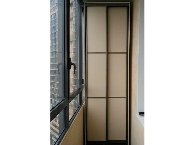 Шкаф-купе на балкон из ЛДСП