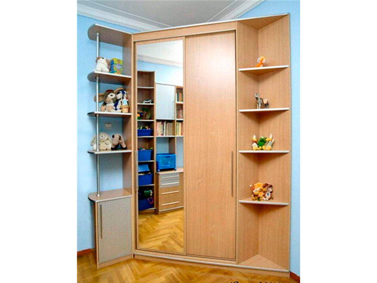 Угловой шкаф-купе с зеркалом в детскую